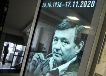 Прощание с Романом Виктюком пройдет в его театре, а похоронят его во Львове
