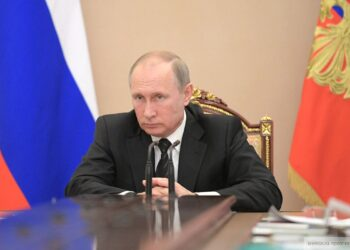 Российские чиновники должны обратить внимание на доходы граждан