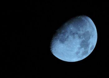 "Китай запустил ракету ""Чанчжэн-5"" для доставки на Землю лунного грунта"
