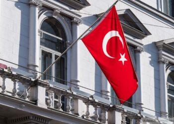 Житель Турции не дождался результатов теста на COVID-19 и вышел на работу