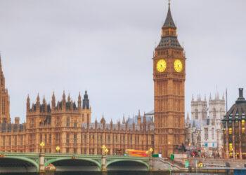 СМИ: Британия хочет к 2030 году запретить продажу бензиновых и дизельных авто
