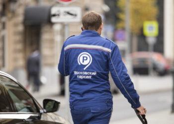 Названы марки машин, которые чаще всего неправильно паркуются в Москве