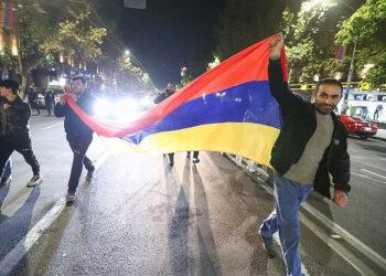 Оппозиция вАрмении хочет добиться отмены военного положения
