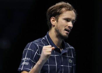 Россиянин Медведев впервые за 11 лет победил на итоговом турнире ATP