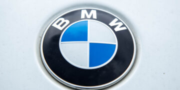 В России отзывают почти 220 автомобилей BMW из-за проблем с кронштейном