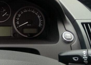 Новые машины в России за год подорожали вдвое выше инфляции