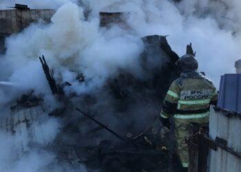 В Приамурье один человек погиб и двое пострадали при пожаре в жилом доме