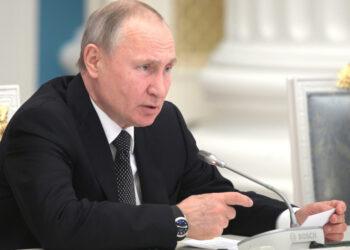 Путин и президент Боливии обсудили сотрудничество в борьбе с коронавирусом