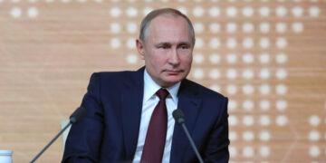 Путин внес в ГД законопроекты о приоритете Конституции в Трудовом, Земельном и Жилищном кодексах