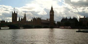 Британец сдал теоретический экзамен на права со 158-й попытки