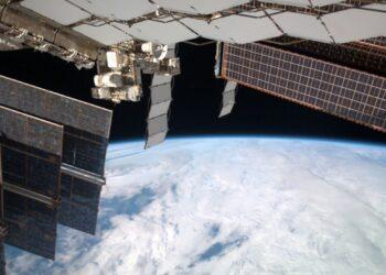 Космонавтов предупредили о появлении новых трещин на МКС