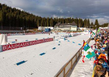 Мужская сборная РФ по биатлону выиграла бронзу в эстафете на ЧМ в Поклюке