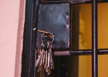 Подростки в костюмах единорогов напали на ювелирный магазин на Сахалине