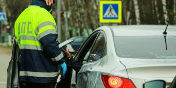 Мужчины в России получают автомобильные штрафы в три раза чаще женщин