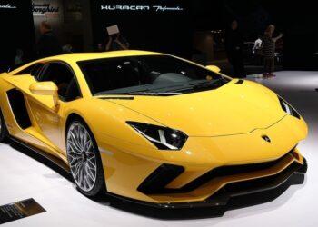 Lamborghini отзывает 15 проданных в России суперкаров Aventador
