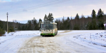Под Кировом школьницу без билета высадили из автобуса в 20-градусный мороз