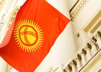 В Кыргызстане начался день тишины перед выборами и референдумом